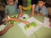Taller de cuina creativa amb fruita i verdura de temporada a l'escola Ciutat Cooperativa